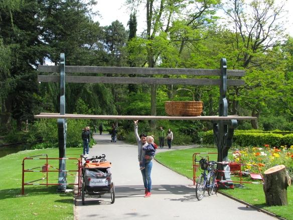 Giant seat in Jardin de Plantes