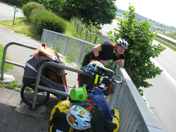 It isn't always easy to manoeuvre the trailer around through the bike paths.